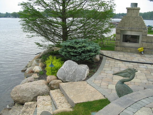 commerce-lake-sea-wall-and-steps